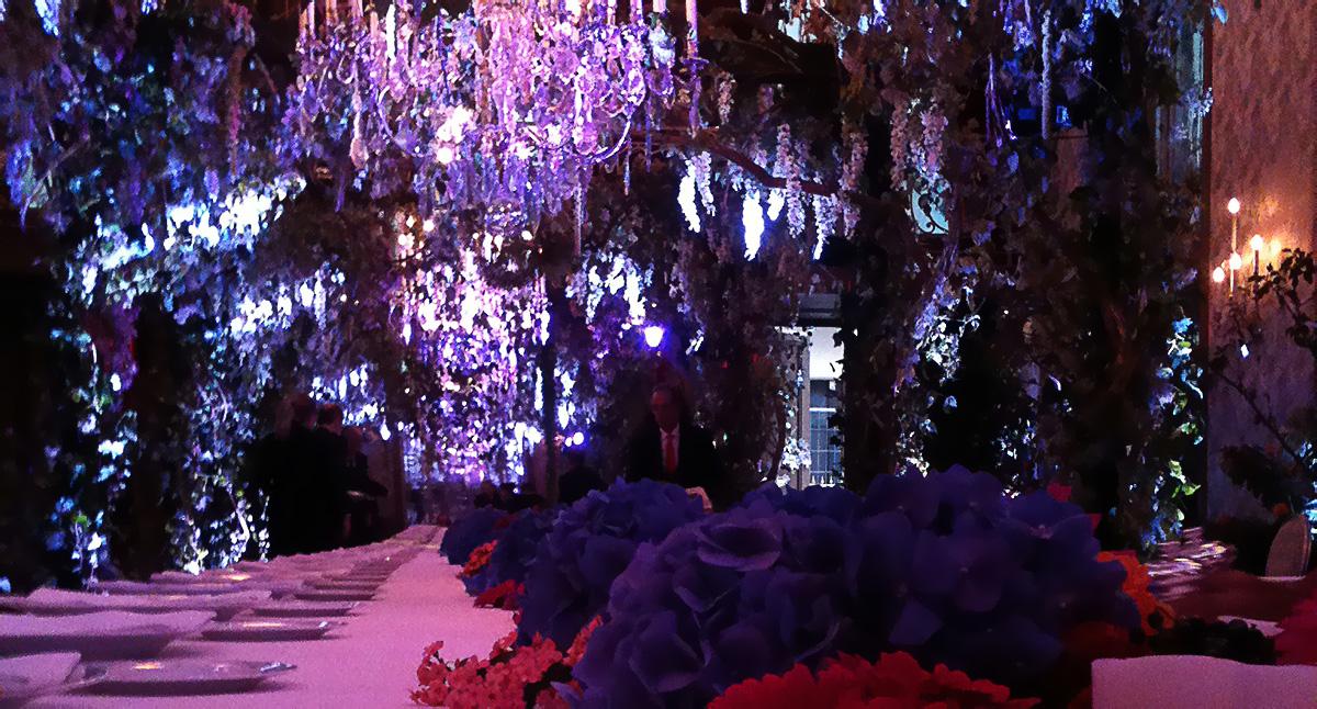 Illumination de la jingle conçue par MVP au Plaza Athénée