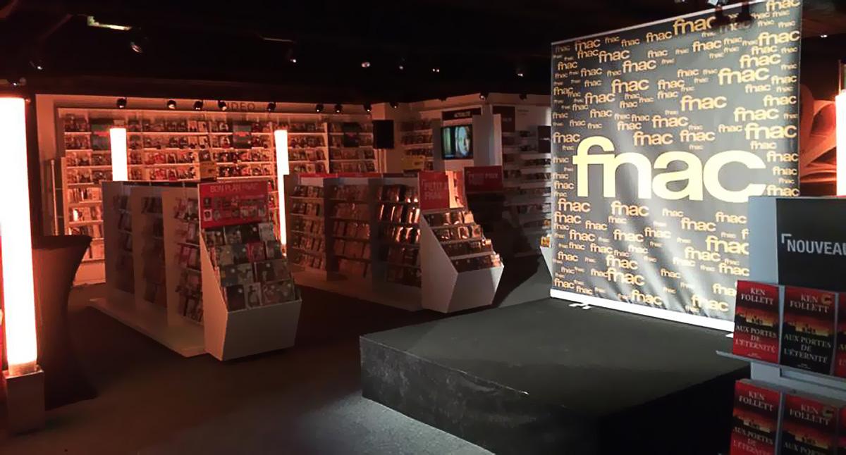 Mise en place du podium pour l'inauguration de la FNAC de Beauvais