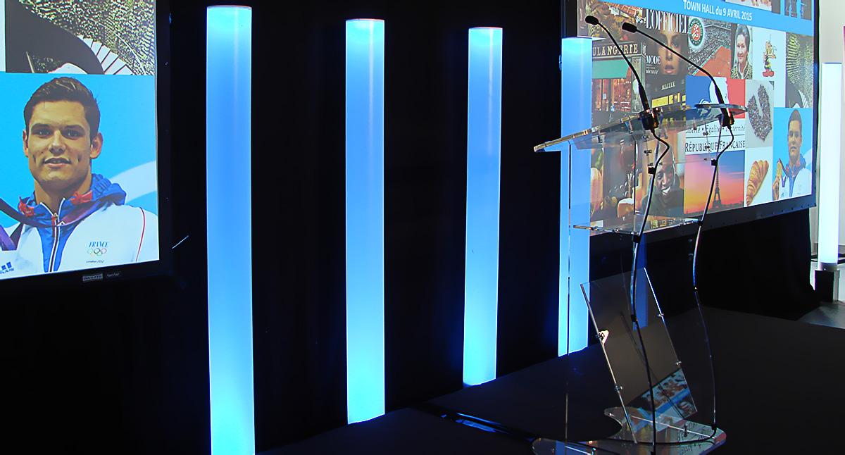 Scène, pupitre et licialeds pour la conférence d'Unilever organisée par HRG