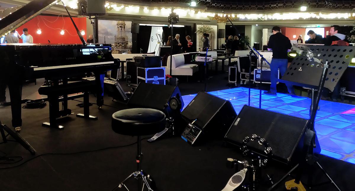 Préparation du concert privé de Calogero à la Brasserie Printemps
