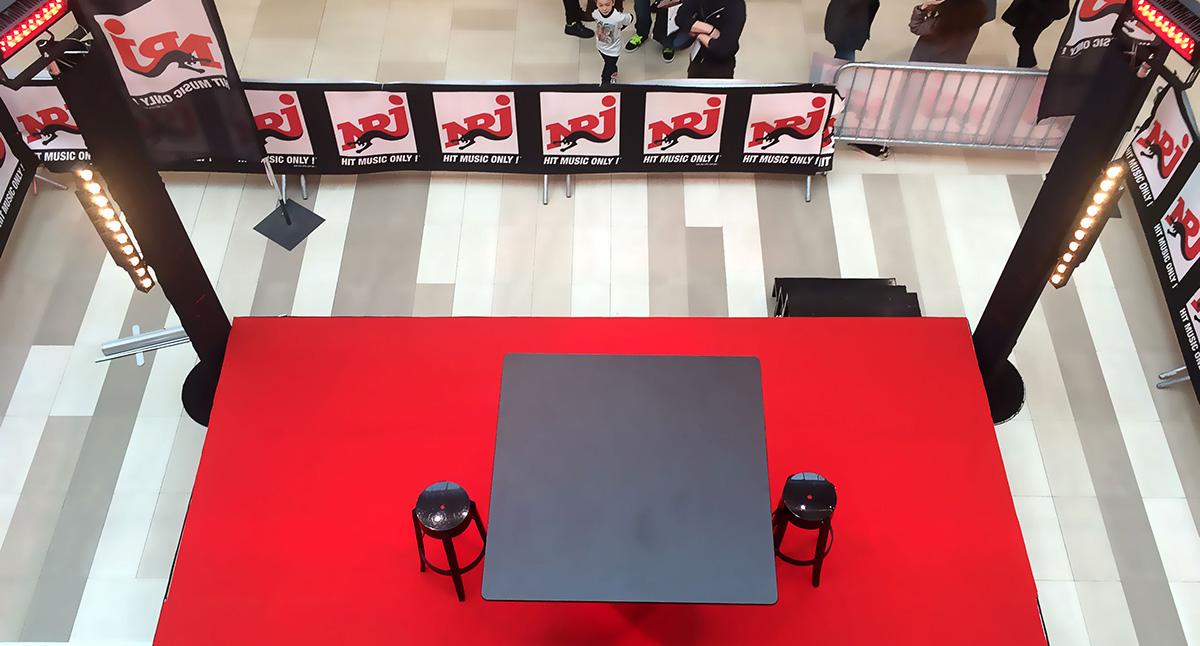Mise en place du plateau NRJ pour la prestation de Mademoiselle & Co